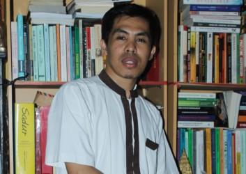 Dr. Ahmad Sahide, S.IP., M.A.